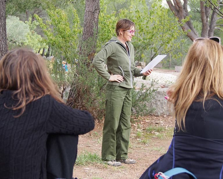 Lecture Rozenn Guilcher en forêt
